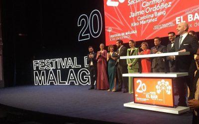 Un gran @alexdelaiglesia le cede la presentacion de El Bar a Jaime Ordoñez actor malagueño que ha dado las gracias al @festivalmalaga